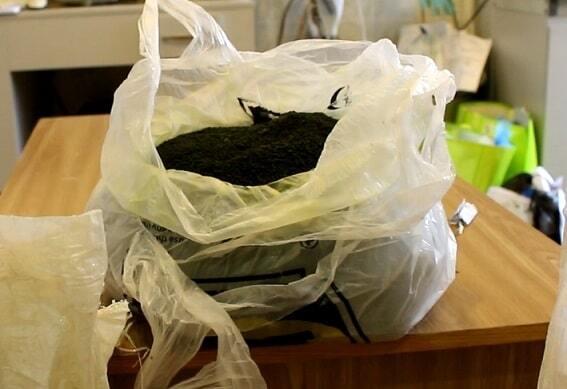 На київському вокзалі на колії знайшли мішки з наркотиками