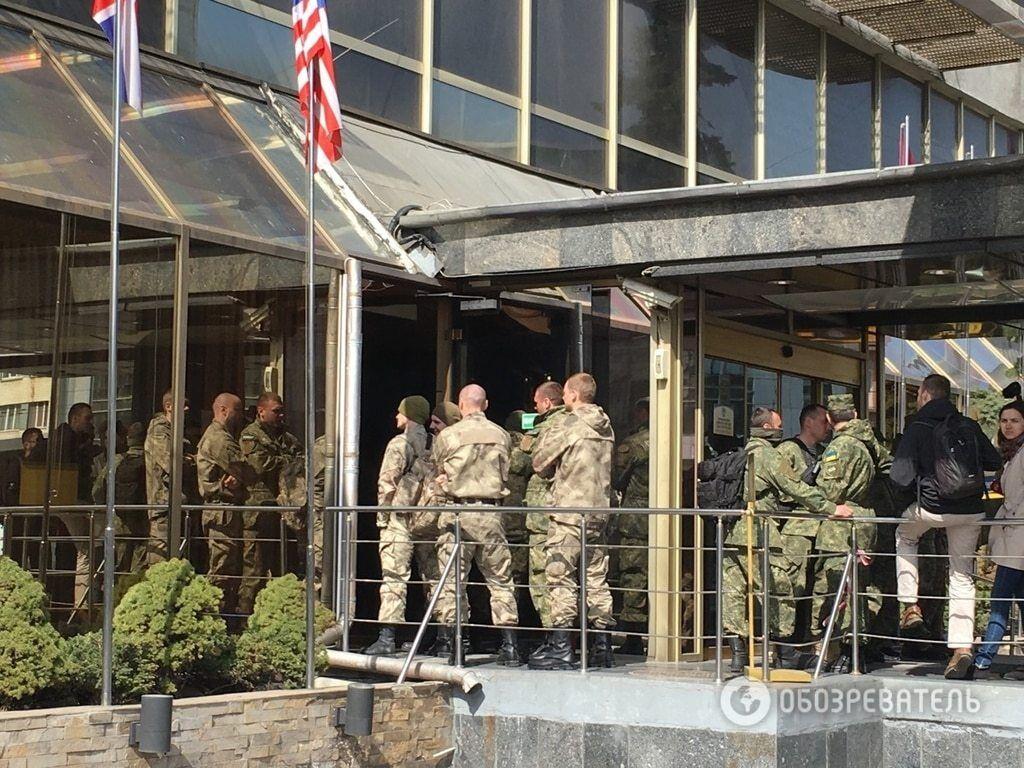 """Зіткнення біля готелю """"Либідь"""" у Києві: з'явилося відео затримання Ірми Крат"""