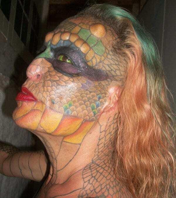 В США трансгендер изуродовала себя, чтобы стать похожей на дракона