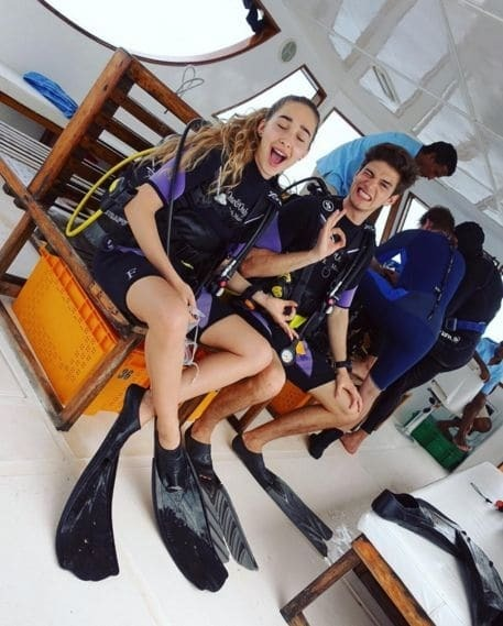 Змеи, алкоголь и прыжки с парашютом: как отдыхает дочь Жвании
