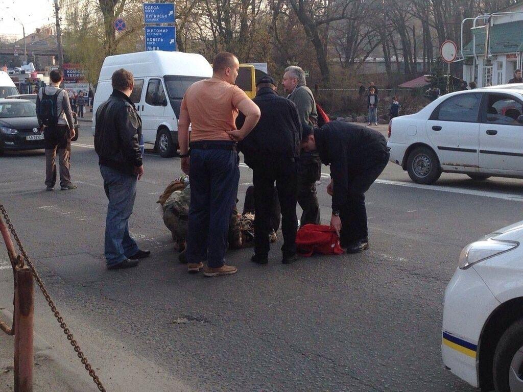 В Киеве бус сбил беременную женщину на переходе