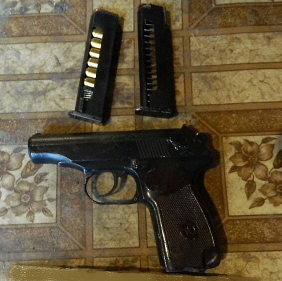 В Киеве в гараже нашли тайник с оружием