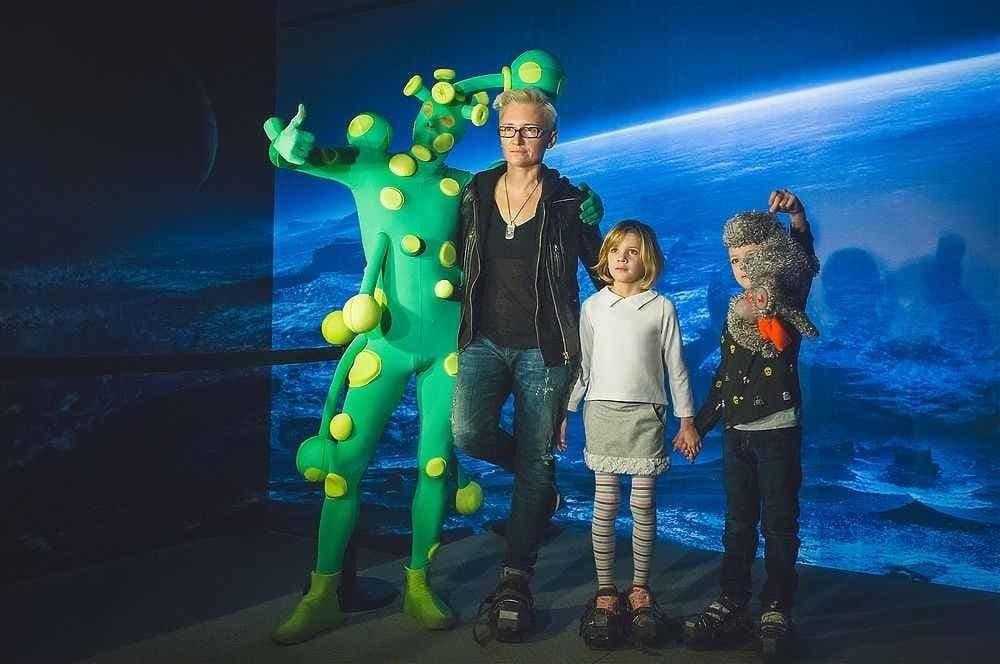 """Диана Арбенина с подросшими детьми отправилась в """"космос"""""""