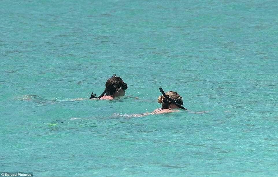 Хайди Клум в бикини не скрывала чувств к любимому на Карибах
