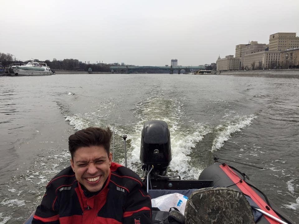"""Из Москвы на Мадагаскар: россияне отправились в """"дурацкое"""" путешествие на лодке"""
