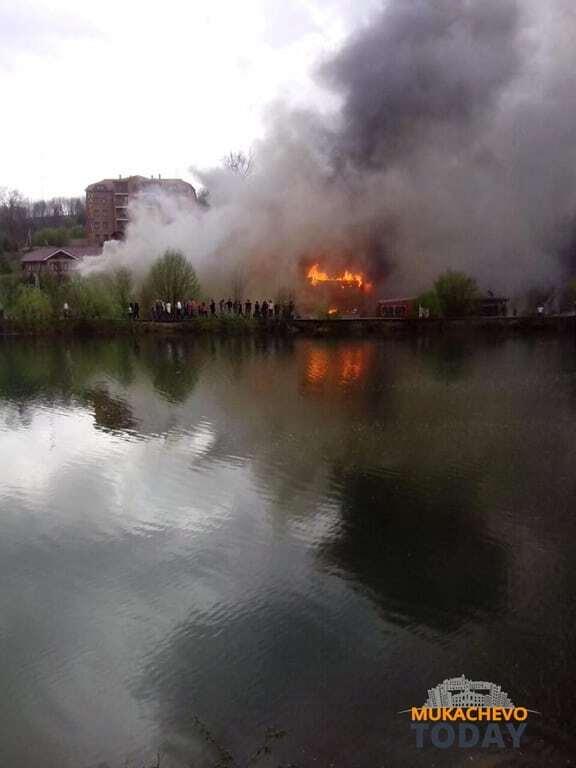 "На Закарпатті спалахнув комплекс ""Здравниця Карпат"". Фотофакт"