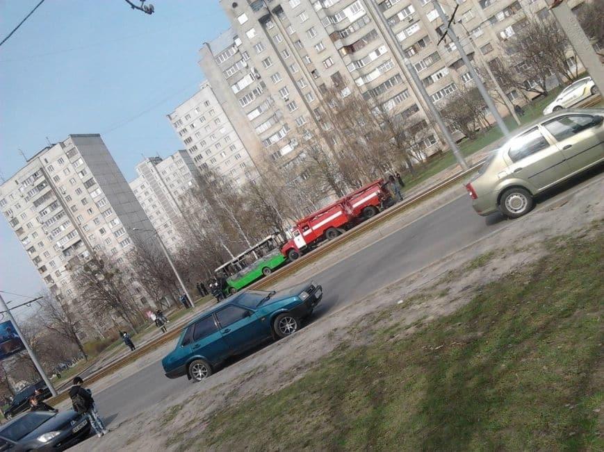 У Харкові під час руху загорілася маршрутка з пасажирами: опубліковані фото