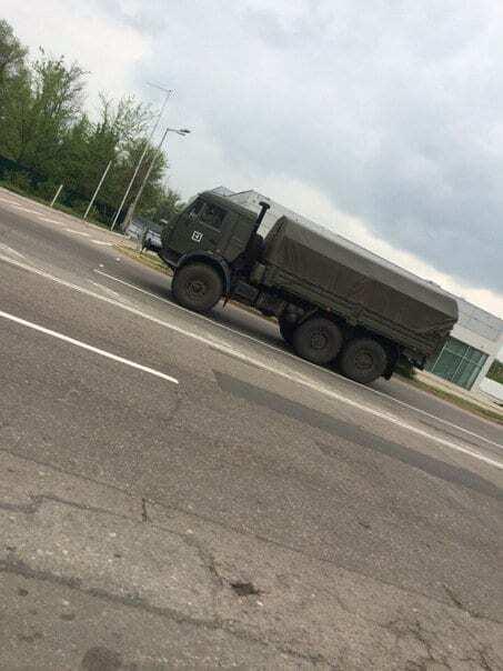 Місцевий житель зняв, як у Луганськ приїхала нова техніка з Росії