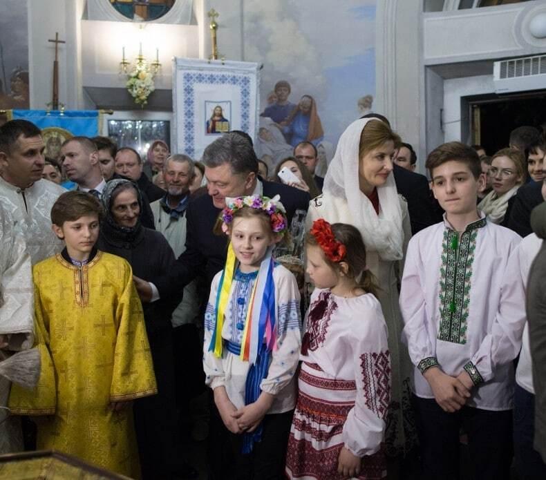 Молилися за Україну: Порошенко з дружиною відвідали декілька храмів у Києві у Великодню ніч