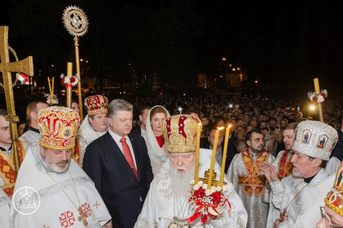 Патриарх Филарет провел Пасхальное богослужение во Владимирском соборе: фоторепортаж