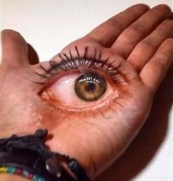 Обман зору: французький художник створює неймовірні 3D-ілюзії на долонях