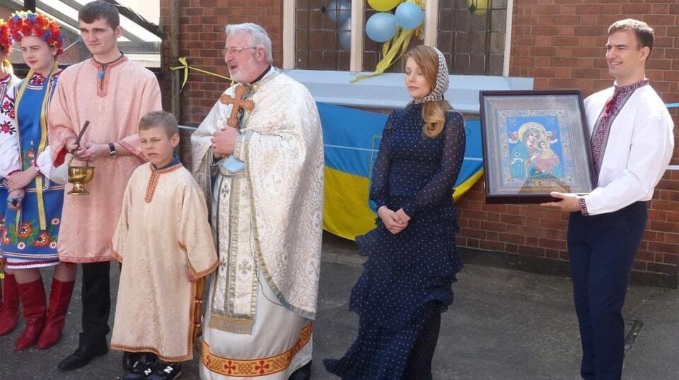 Тина Кароль с сыном открыли в Великобритании Центр украинской общины