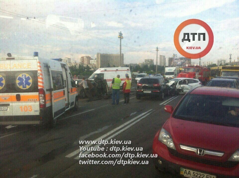 На мосту Патона в Києві сталося лобове зіткнення