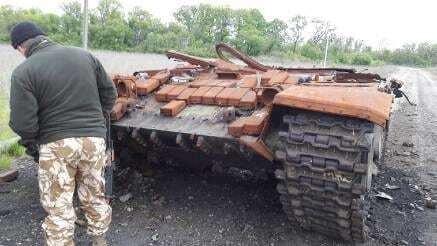 """На Донбасі показали російський танк, якому """"знесло дах"""""""
