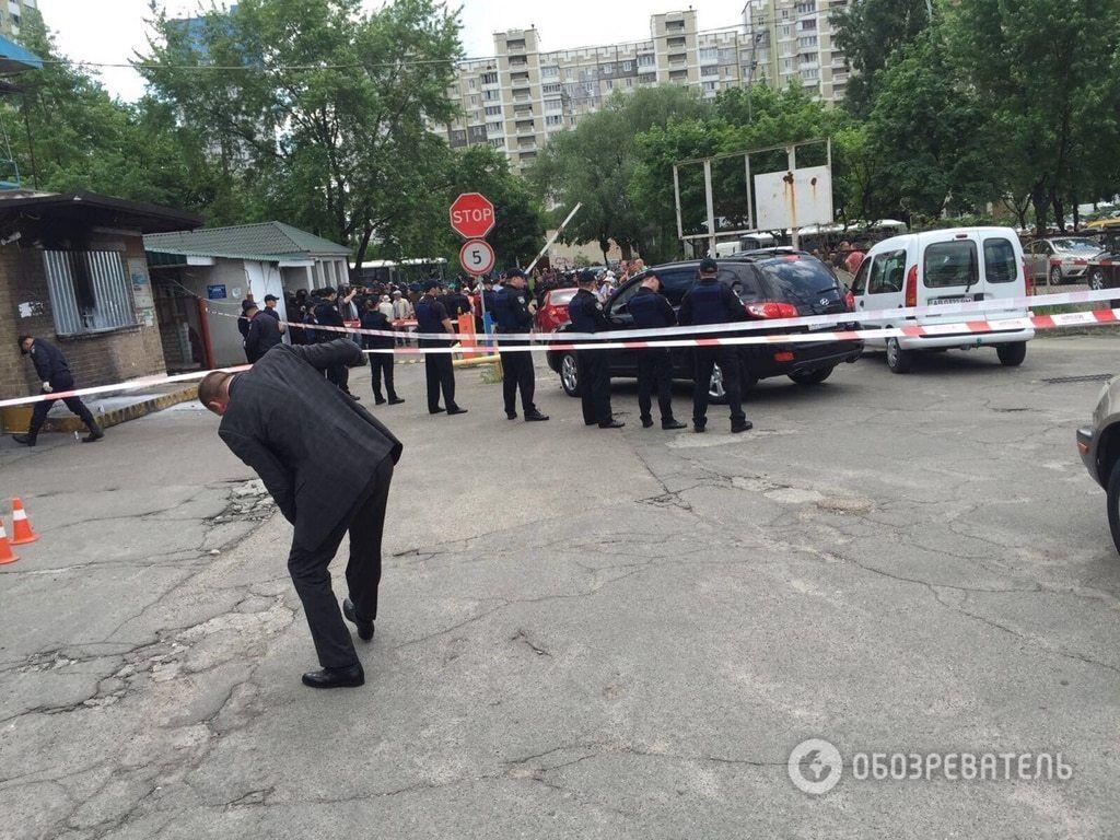 У Києві на автостоянці пролунав вибух, є постраждалі