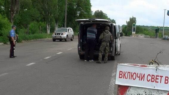 """На блокпосту біля Слов'янська у """"волонтерів"""" знайшли гранати"""
