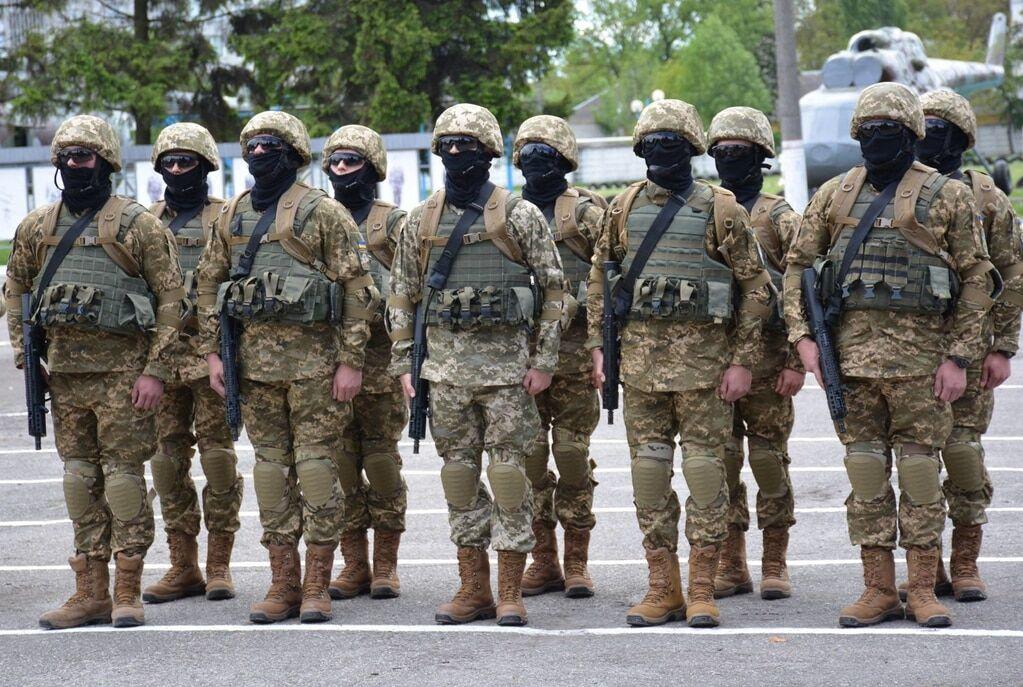 Непереможні воїни: в Україні випустили перших бійців Сил спецоперацій