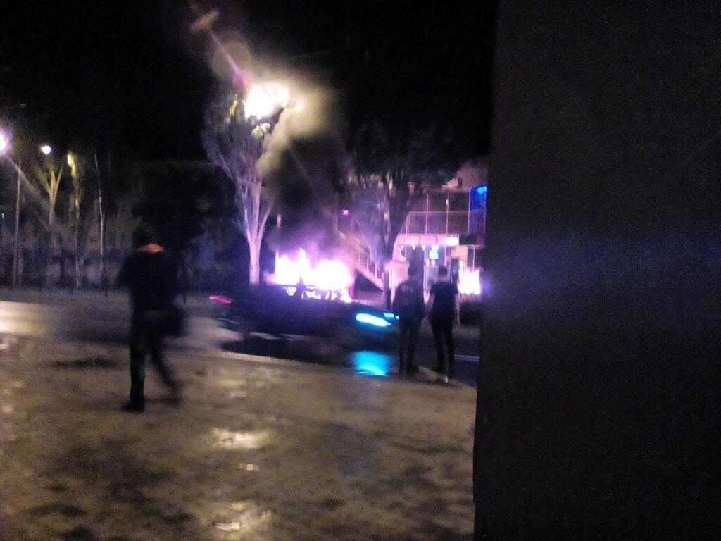 У Донецьку біля будівлі міськради прогримів вибух: є жертви