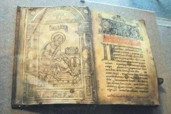Викрадення унікальної книги в Києві: поліція отримала фоторобот злодія