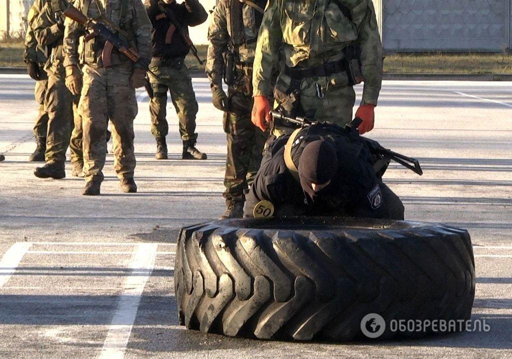 Під Київ перекинули поліцейський спецназ
