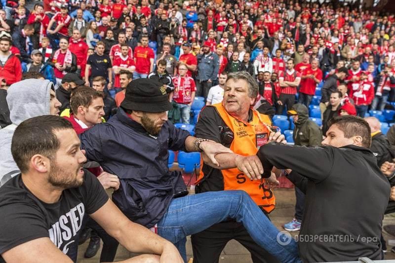 Болельщики устроили массовую драку на финале Лиги Европы