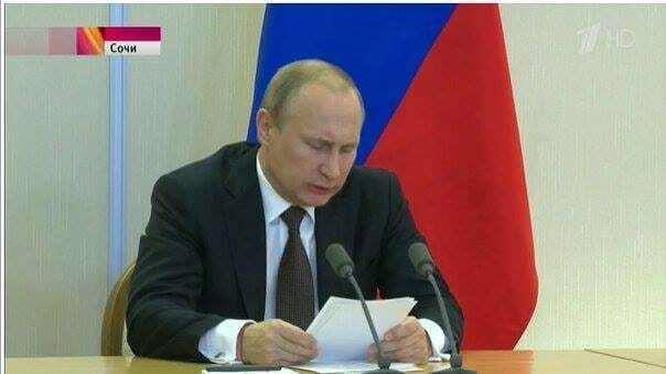 Путін з'явився на публіці з червоною ниткою на зап'ясті