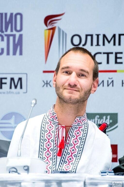 Патриотичный фоторепортаж: мировые знаменитости в украинских вышиванках