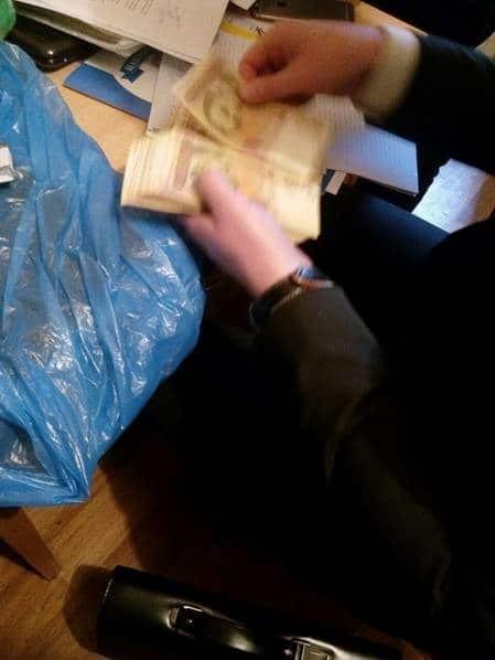 В Киеве поймали на взятках чиновников КГГА и ГСЧС