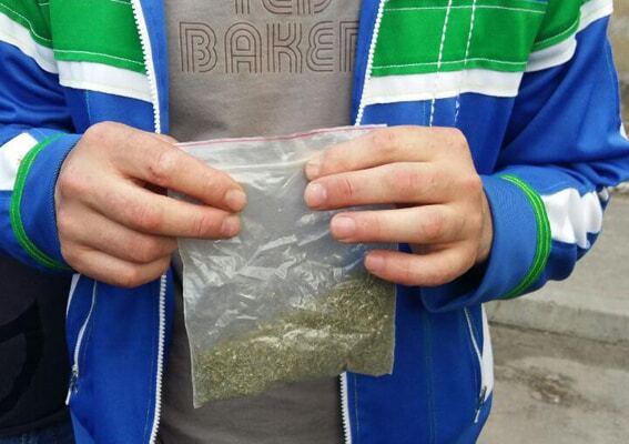 У Дніпрі двох поліцейських зловили на збуті наркотиків