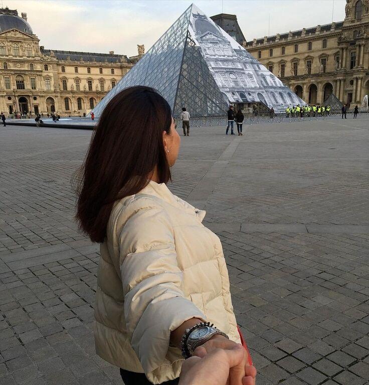 Мечты сбываются: экс-холостячка заинтриговала снимком из Парижа