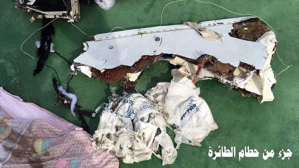 Появились первые фото обломков пропавшего лайнера EgyptAir
