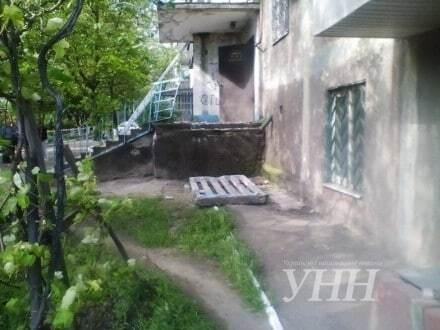 У Маріуполі стіна будинку впала на людей
