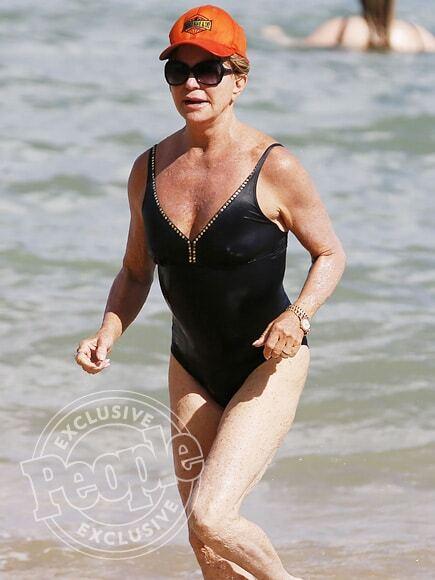 70-летняя актриса поразила фигурой в купальнике