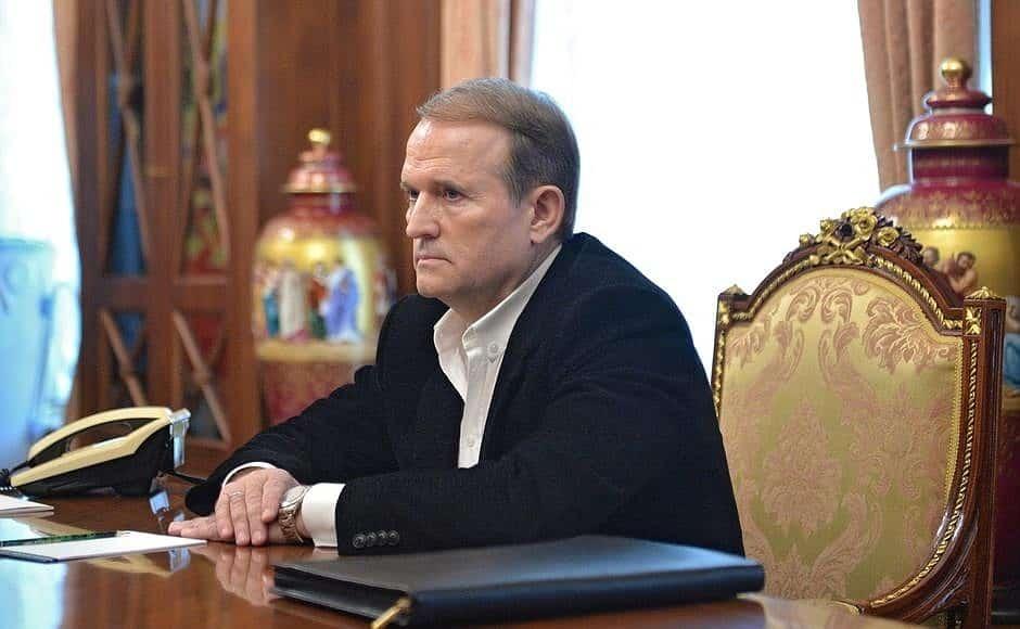 Кумівство: до помилування Савченко доклав руку Медведчук