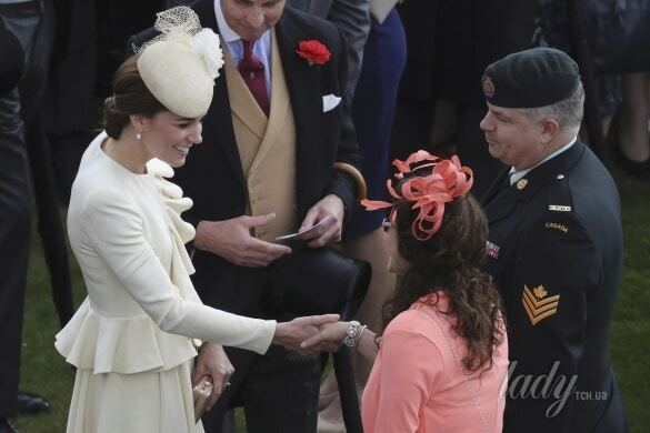 Кейт Міддлтон прийшла до Королеви у старому вбранні