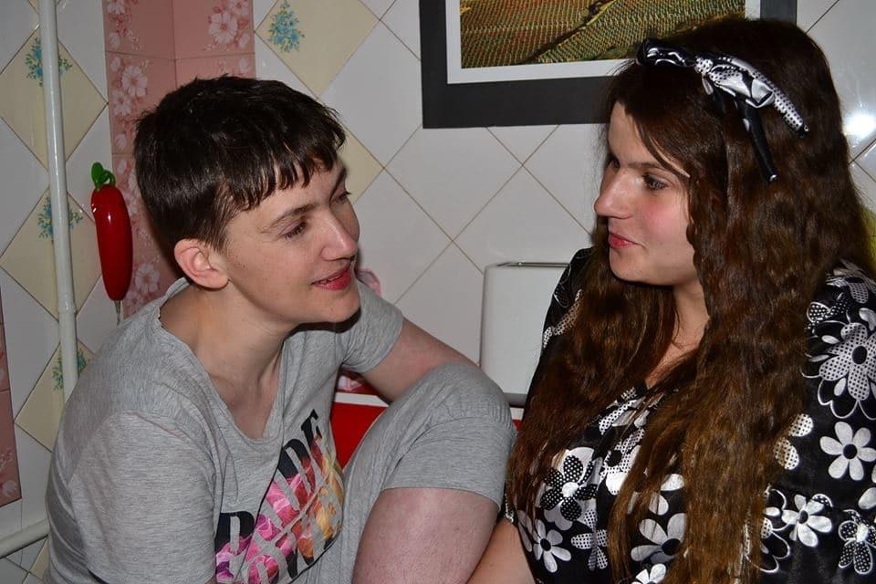 Первая ночь на свободе: Савченко устроила девичьи посиделки с подругой