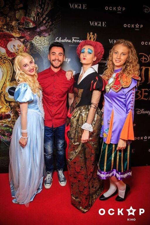 """Внучка Ротару, Яремчук и Осадчая посетили премьеру """"Алисы в Зазеркалье"""""""