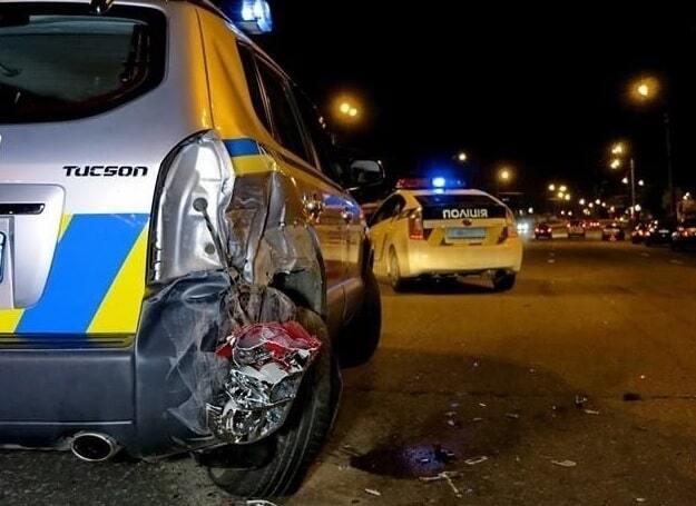 У Києві водій на Toyota протаранив машину поліції
