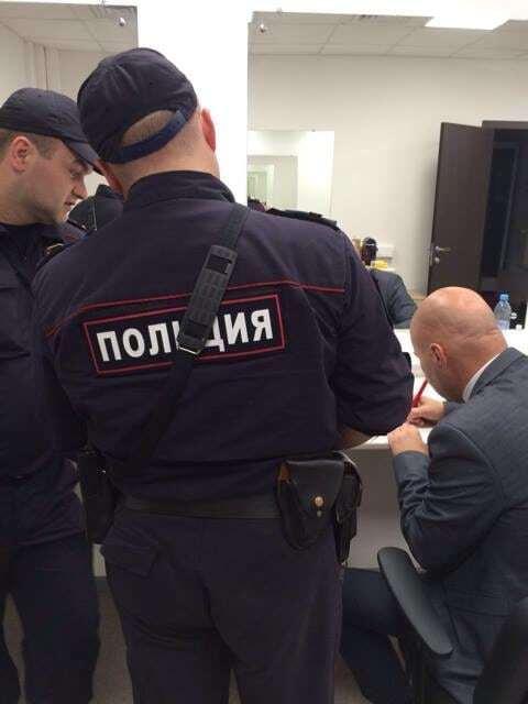 """Беглый ведущий """"Интера"""" избил украинского политолога в эфире Кремль-ТВ"""
