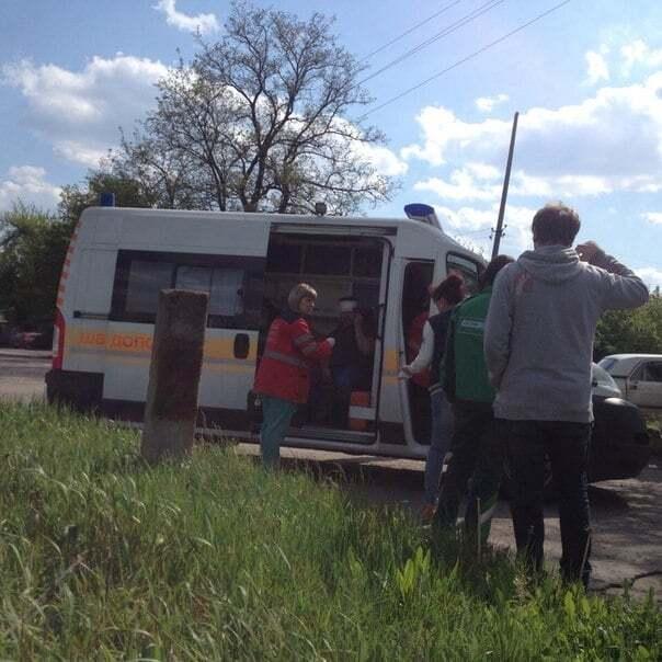 """В Енакиево террористы на """"Волге"""" столкнулись с иномаркой"""