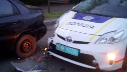 В Одесі автомобіль поліції збив таксиста