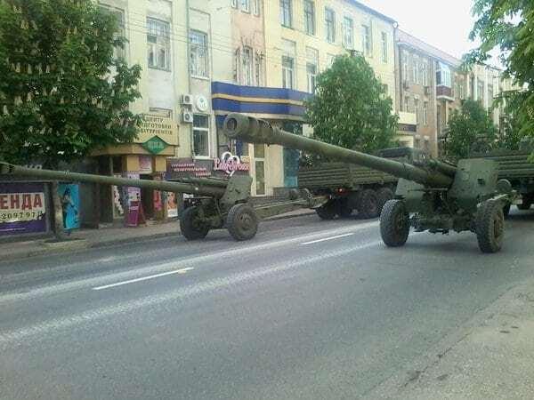 Готовятся к празднику: террористы выгнали на улицы Донецка эшелоны военной техники