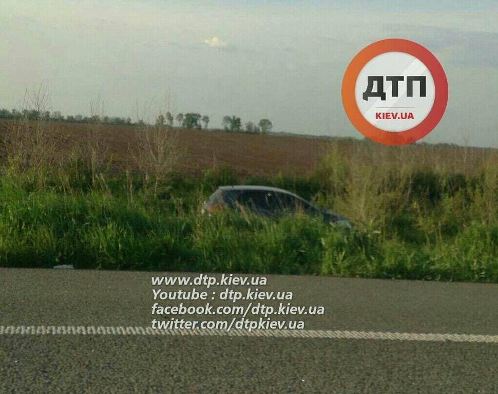 На трасі під Києвом зіткнулися 7 автомобілів. Фоторепортаж