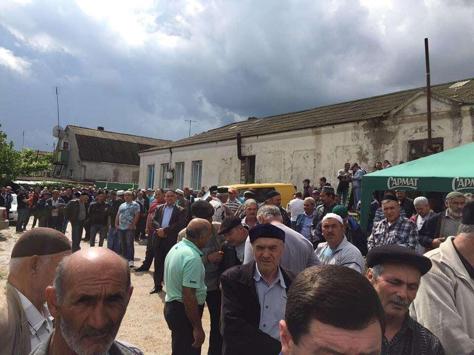 Усім народом: на похорон кримської татарки, яку по-звірячому вбили, прийшли сотні людей