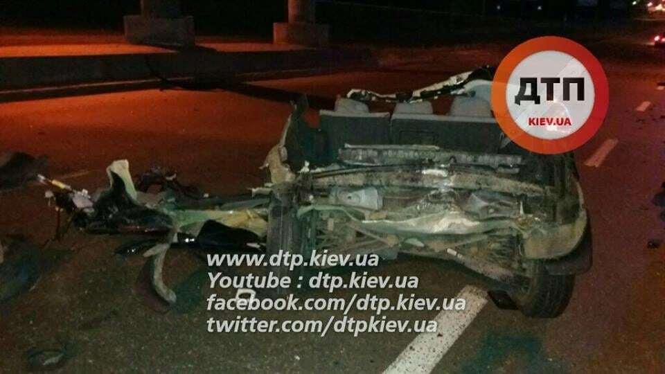 Автомобіль розірвало на частини: стали відомі подробиці жахливої ДТП у Києві
