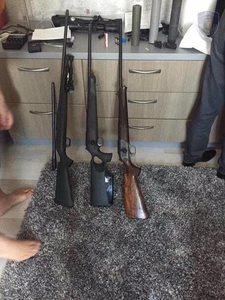 Оружие, гранаты и 20 млн наличными: налоговики провели обыски киевских банкиров