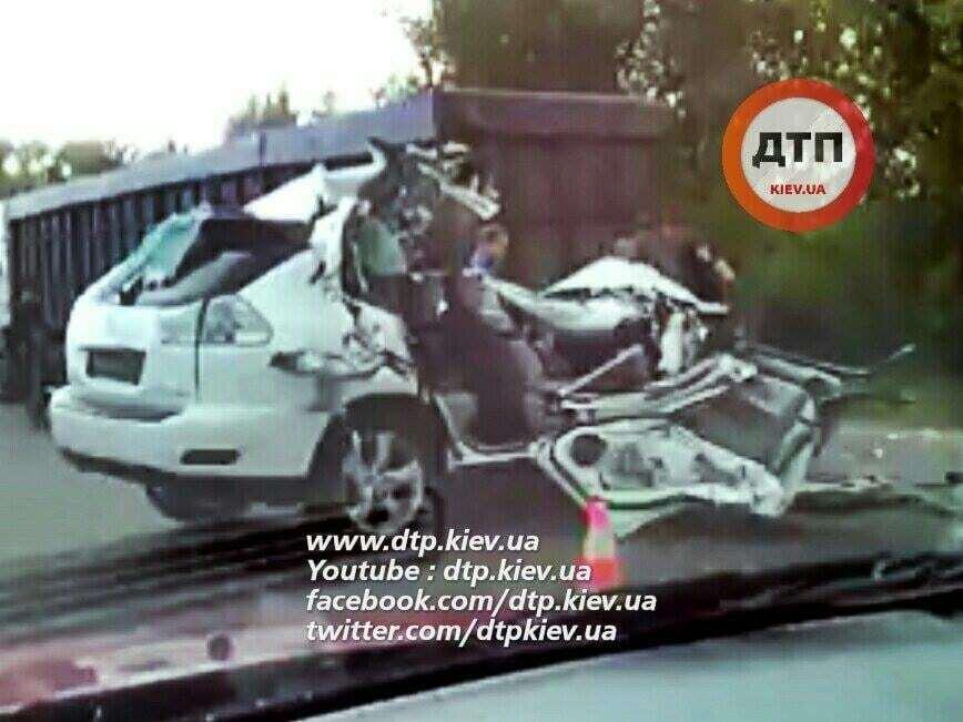 ДТП на Одесской трассе: Lexus влетел в грузовик