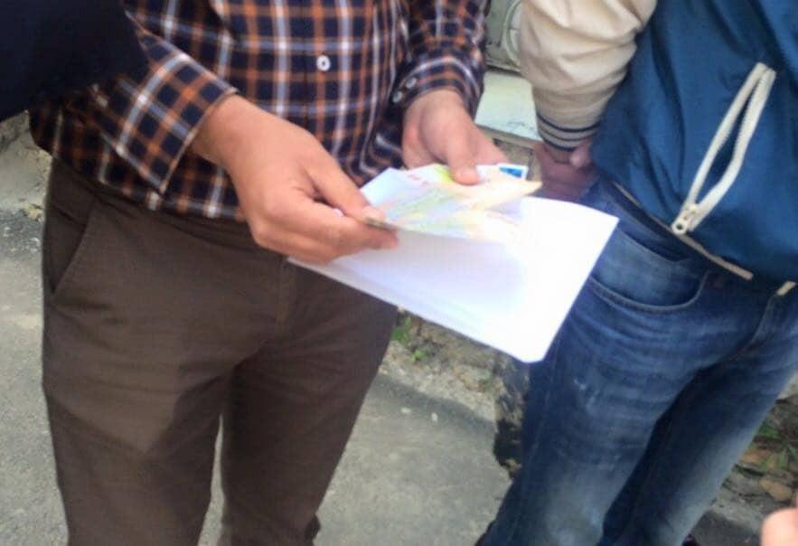 На Київщині підполковник поліції пропонував інспекторам хабар бензином