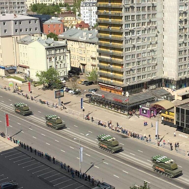 """У Росії на репетиції параду до 9 травня помітили """"Буки"""""""