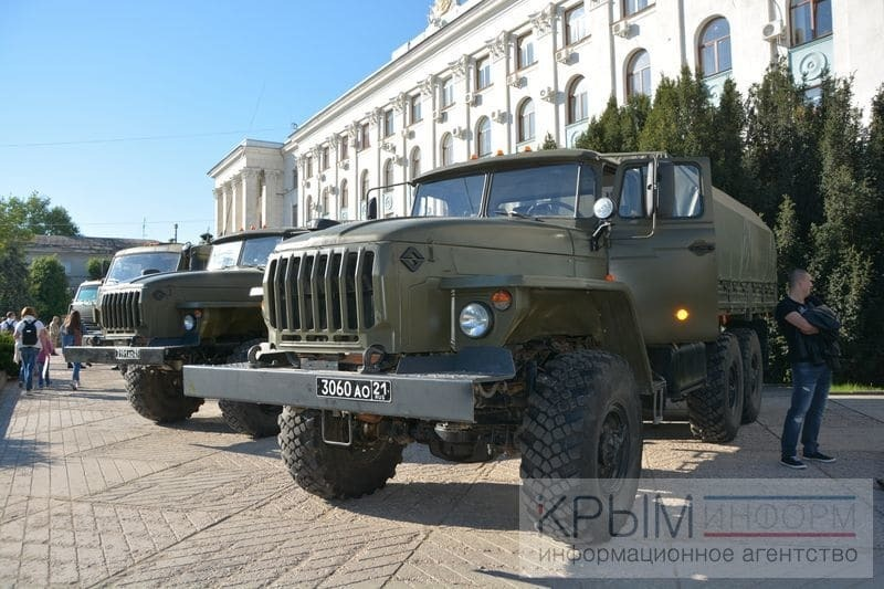 До Сімферополя на День Перемоги навезли військову техніку